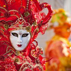 Carnevale in Italia: in viaggio tra Venezia, Viareggio e Ivrea